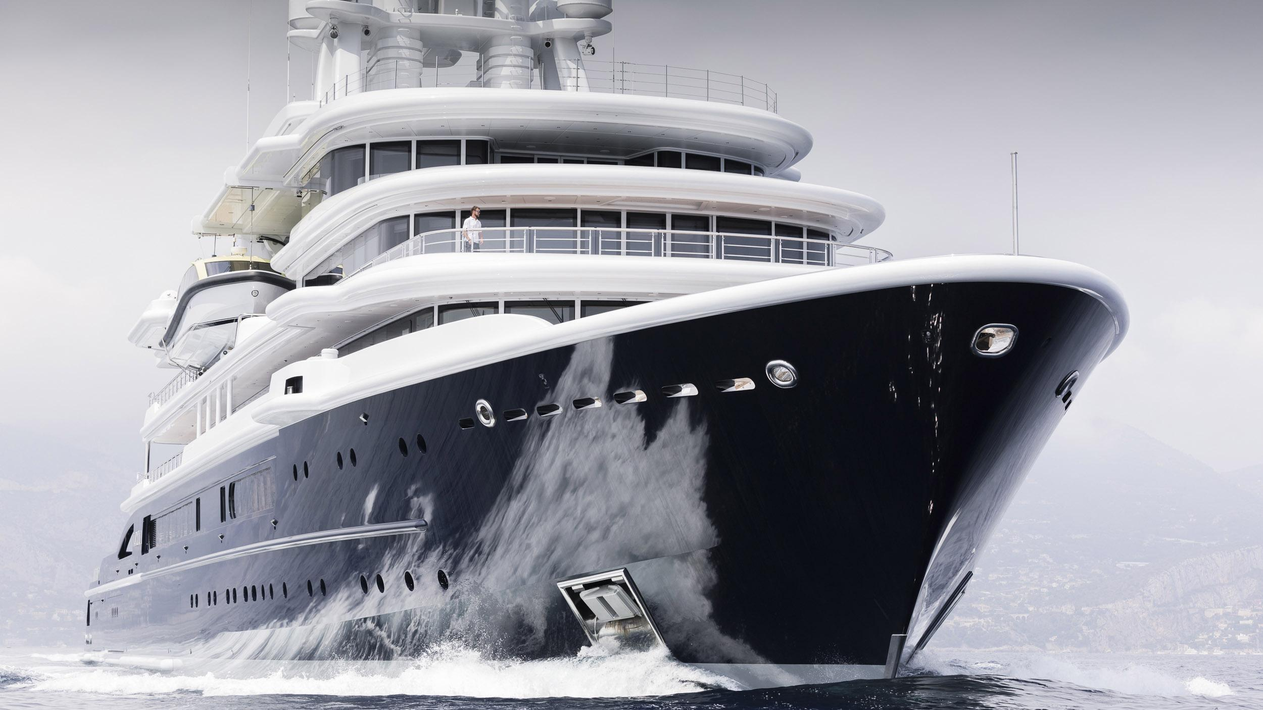 luna superyacht lloyd werft 2010 115m cruising half profile