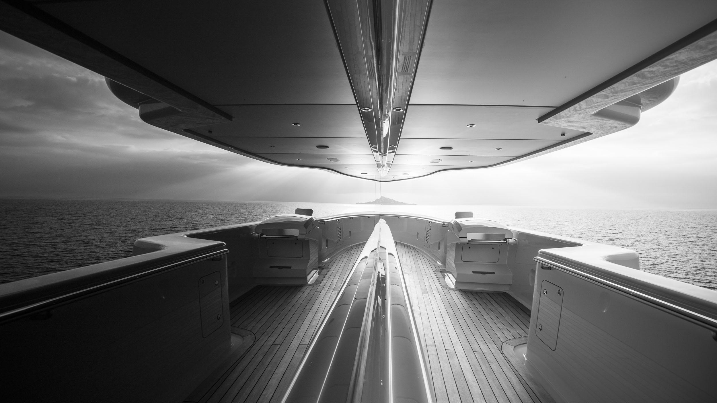 luna superyacht lloyd werft 2010 115m wheel wing