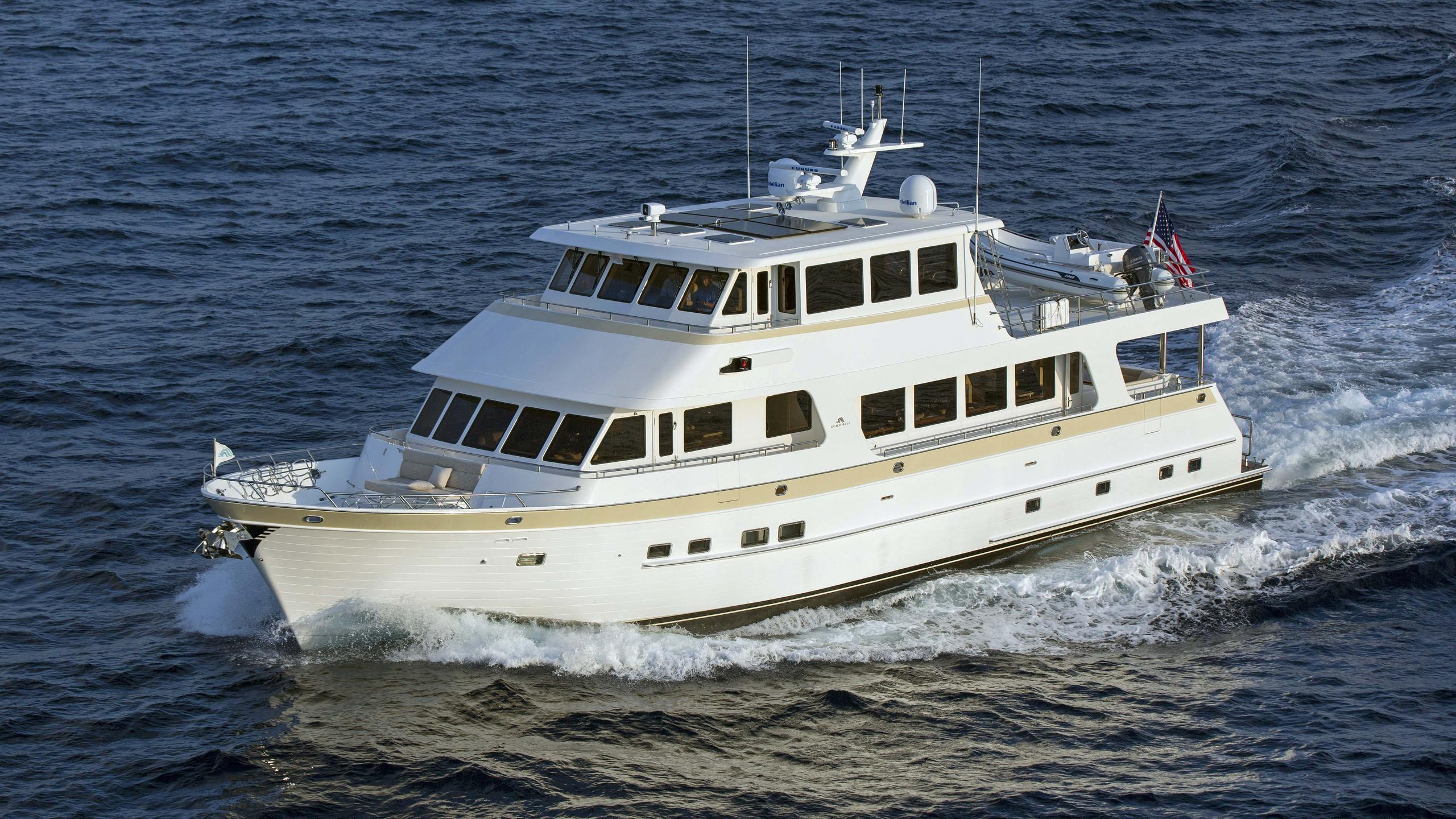 860 dbmy motoryacht outer reef yachts 2016 26m half profile