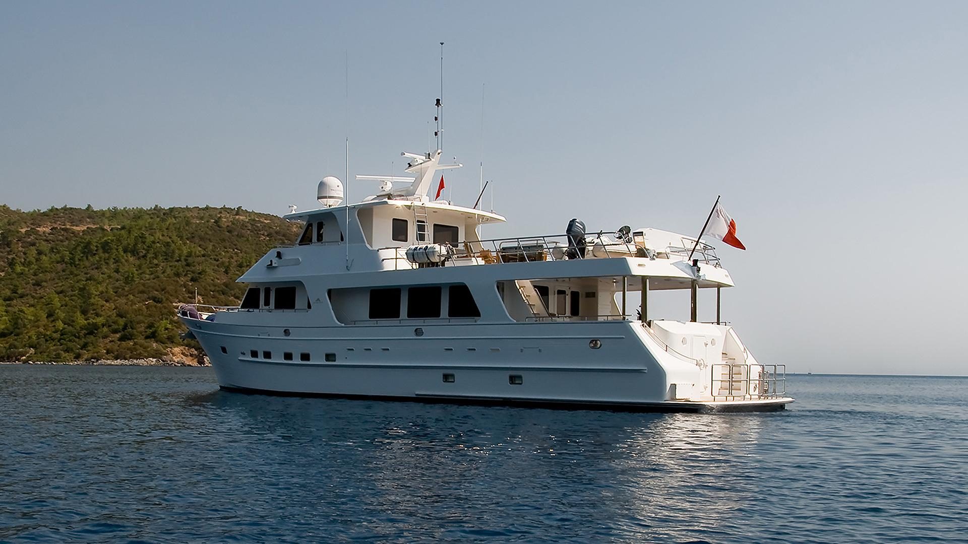 bey motoryacht outer reef yachts 2010 26m half stern