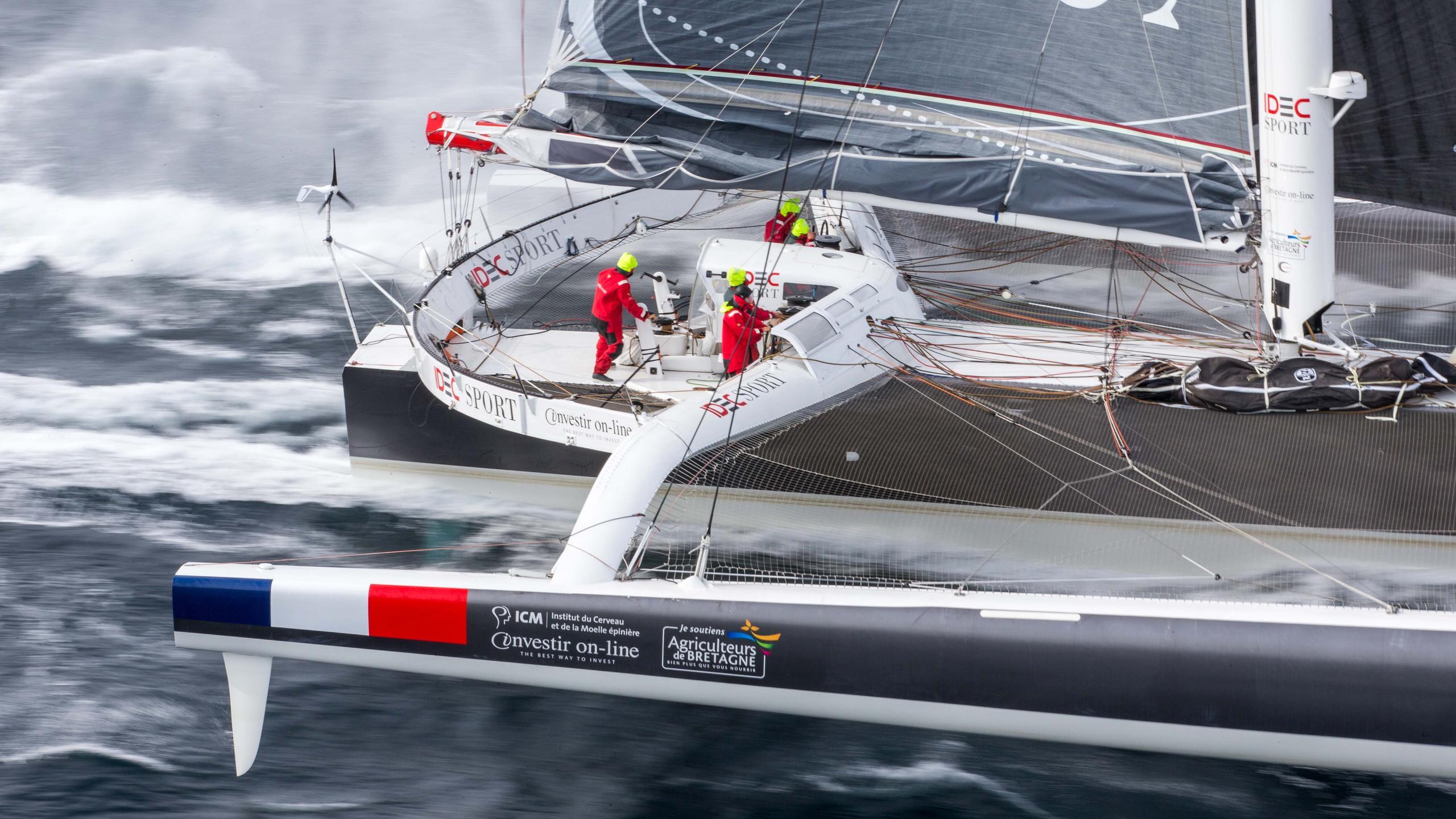 idec sport trimaran racing yacht multiplast 2006 31m cockpit