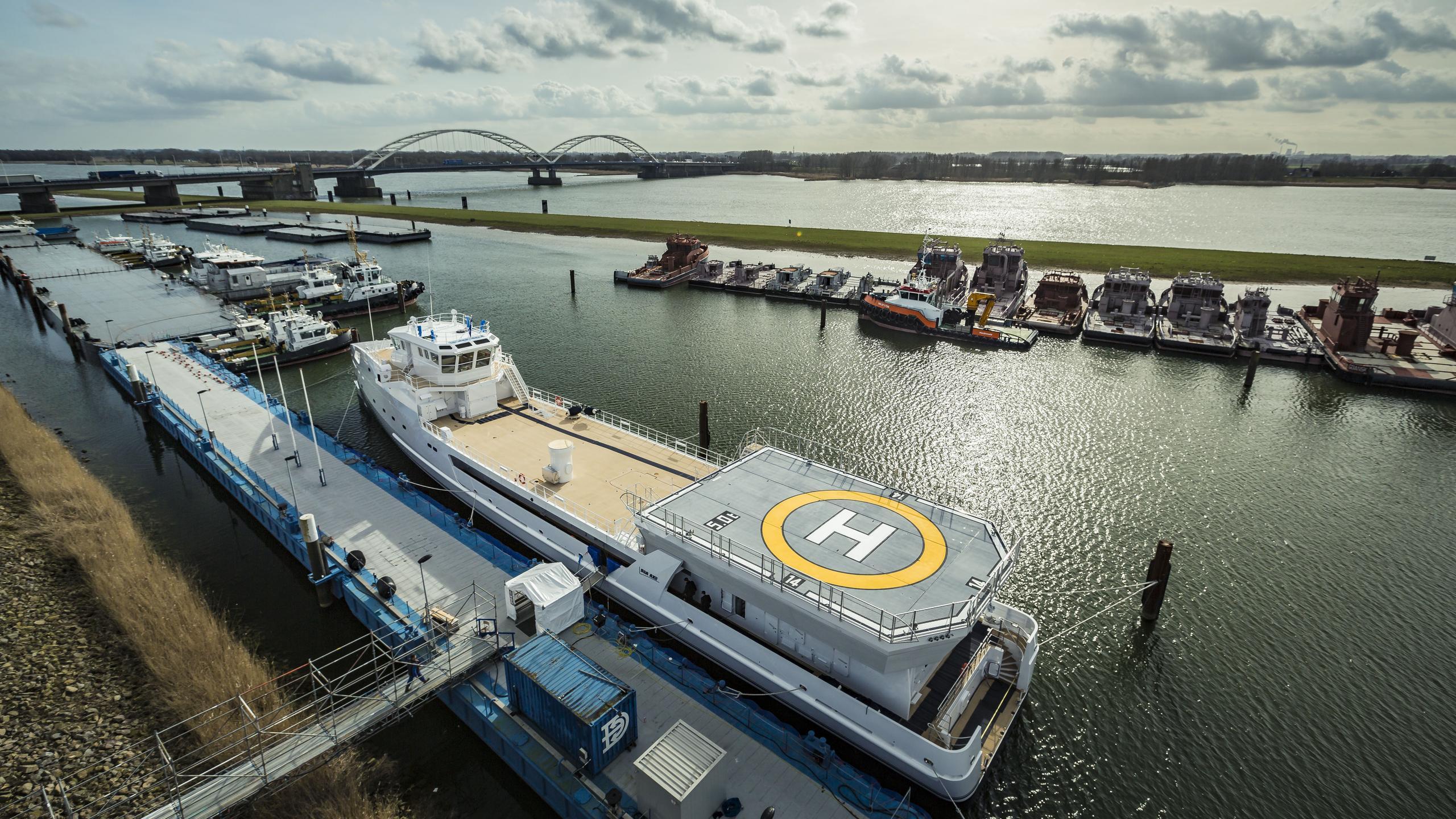 game changer support motoryacht damen seaaxe 69m 2017 half stern launch
