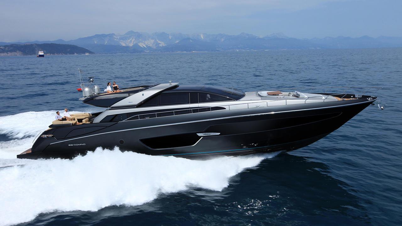 indiscretion motoryacht riva 88 domino super 27m 2016 profile sistership