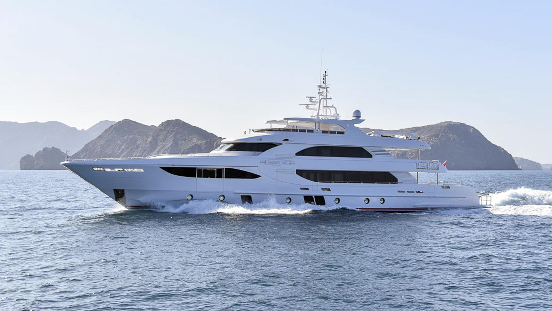 jewel motoryacht gulf craft majesty 135 41m 2015 profile sistership