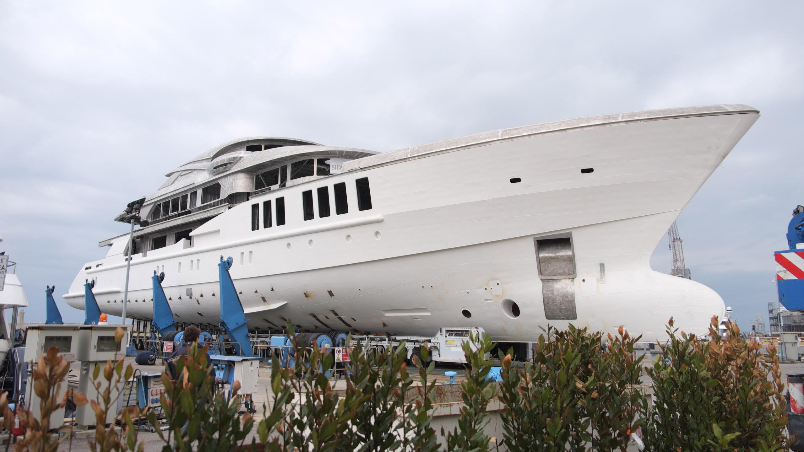 spectre motoryacht benetti yachts fb269 profile construction