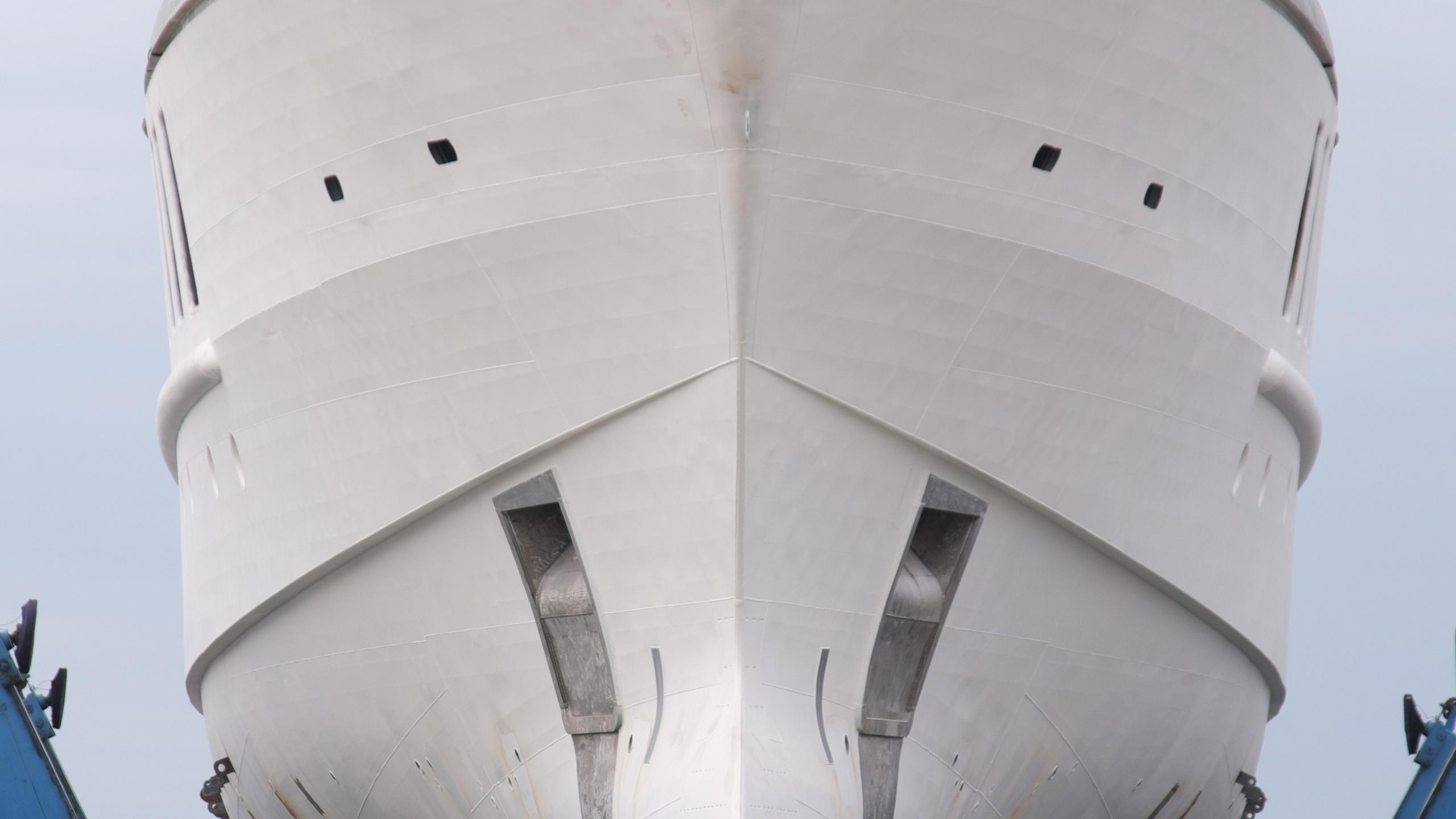 spectre motoryacht benetti yachts fb269 bow construction