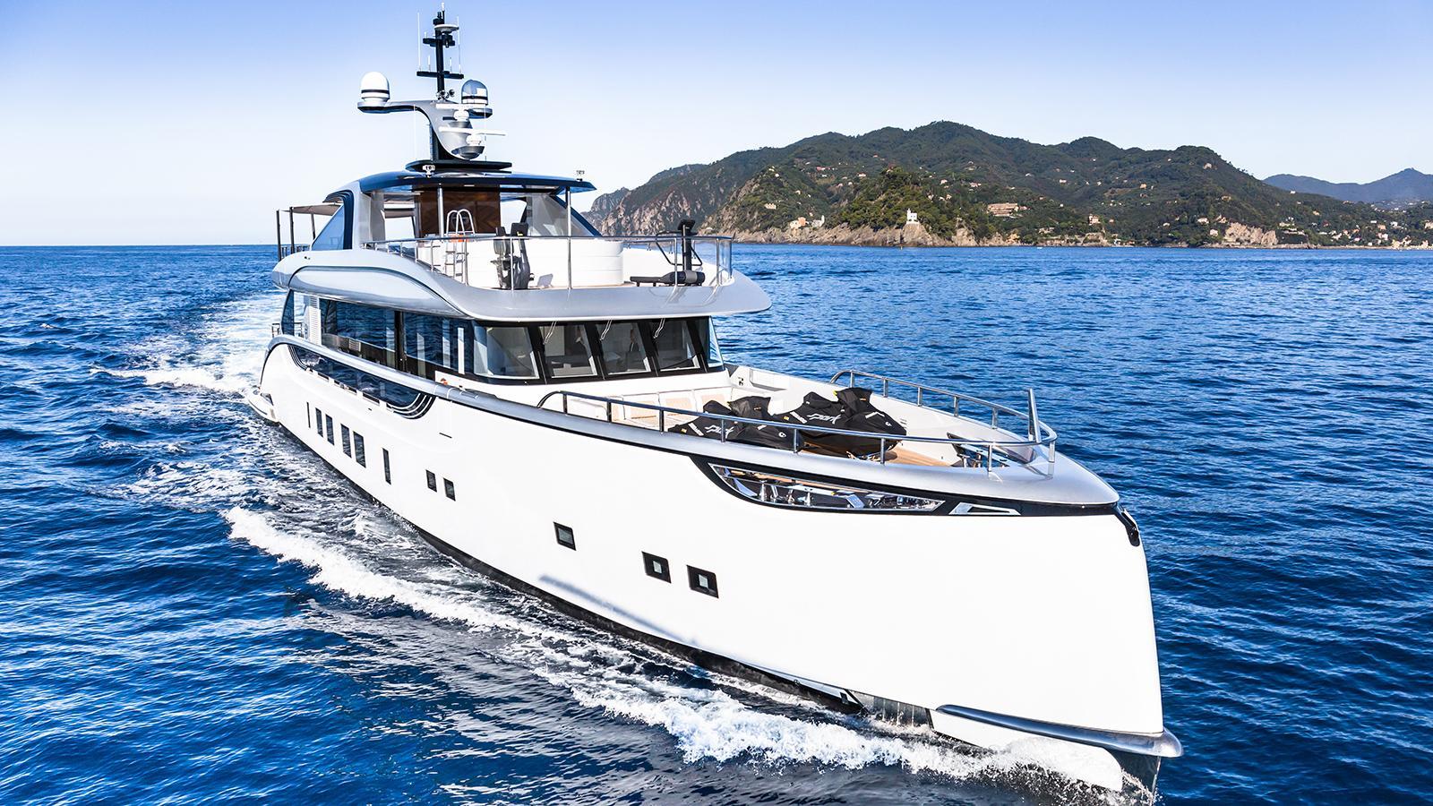jetsetter motoryacht dynamiq yachts 39m 2016 bow