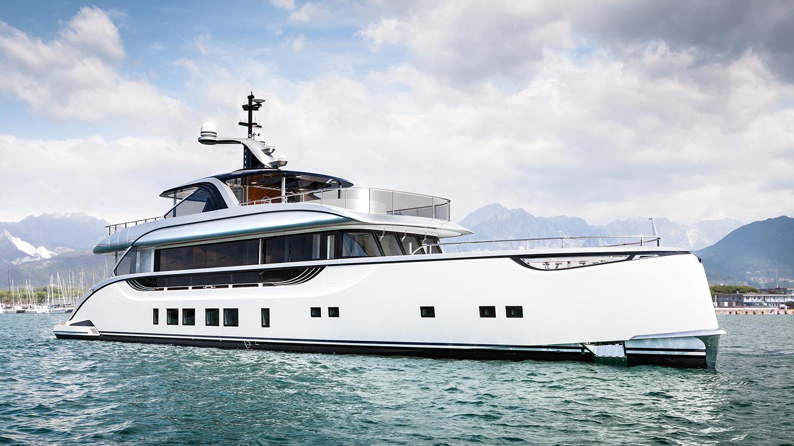 jetsetter motoryacht dynamiq yachts 39m 2016 half profile