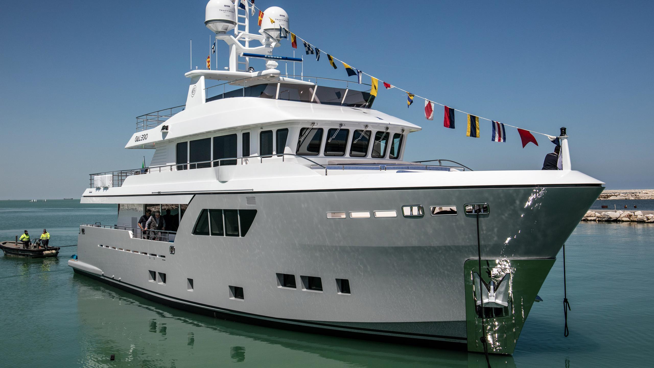 galego darwin 102 motoryacht cantiere delle marche 2017 31m launch half profile