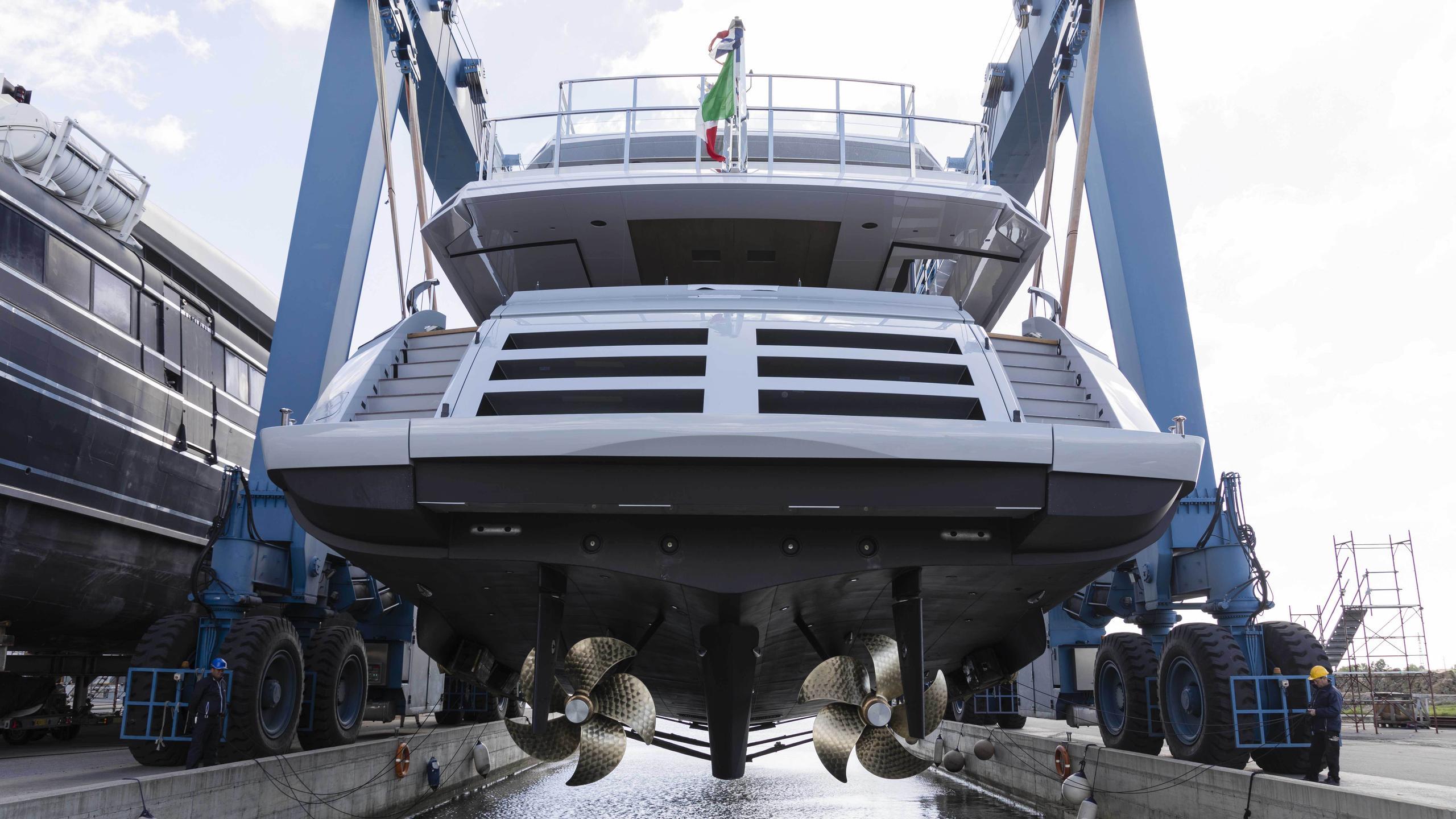 oceano 42 hull 2 motoryacht overmarine 42m 2017 launch stern