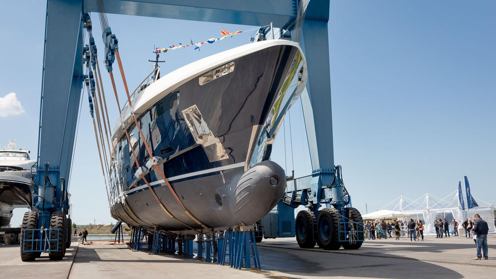 n2h motoryacht rossinavi prince shark 49m 2017 launch bow