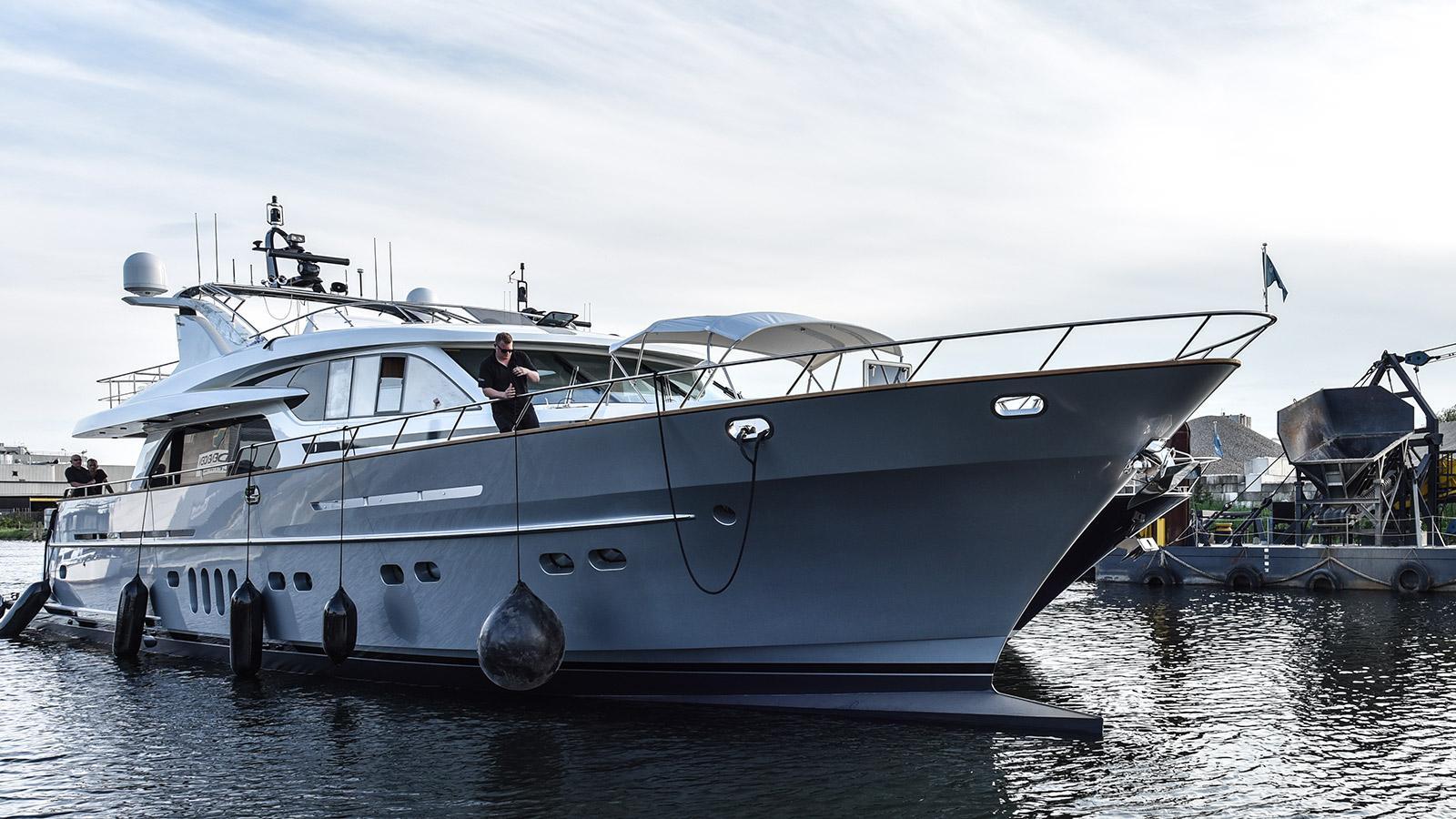 anemeli motoryacht van der valk continental two 2017 27m launch half profile