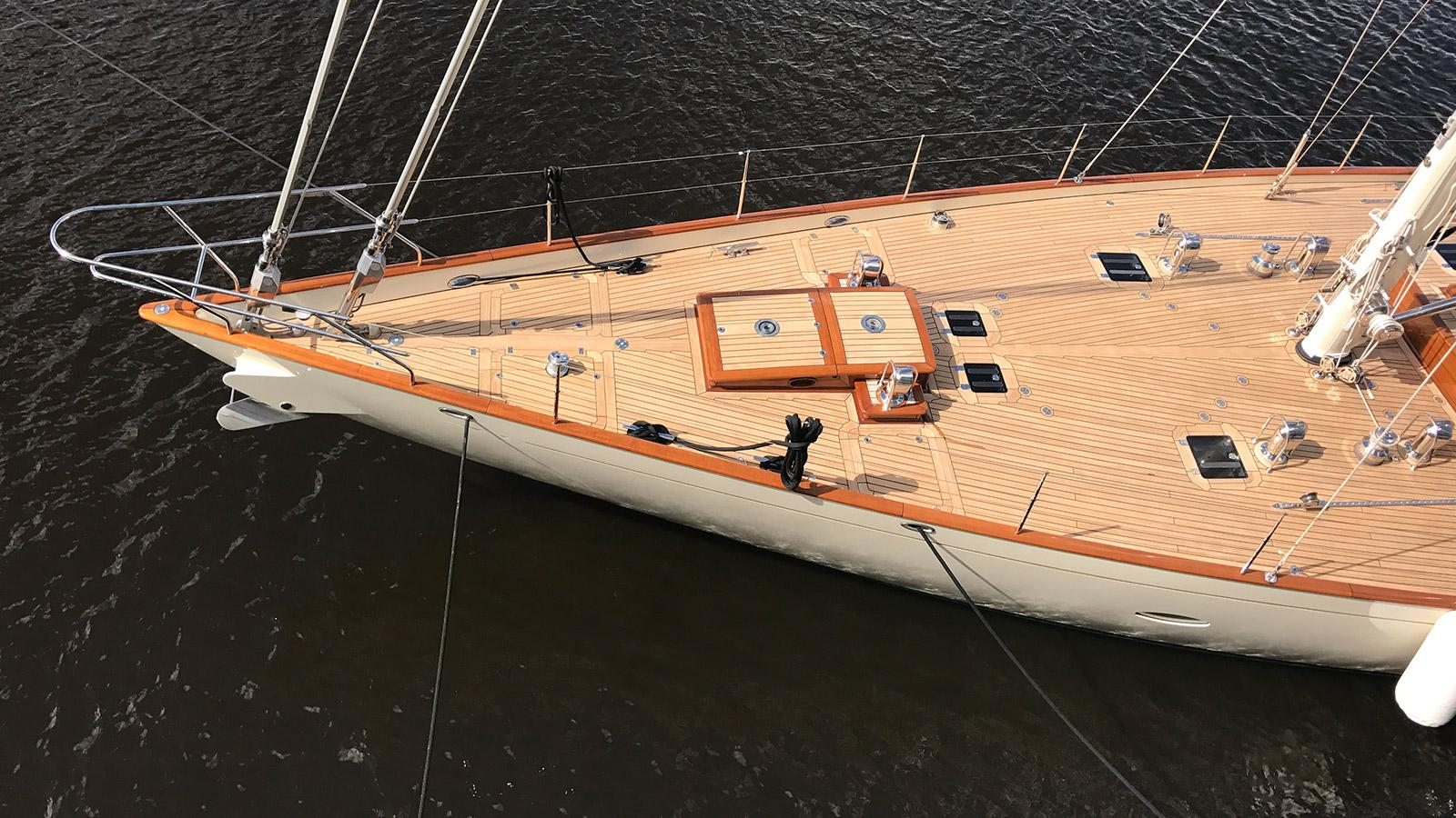 heartbeat sailing yacht claasen 24m 2007 huisfit foredeck