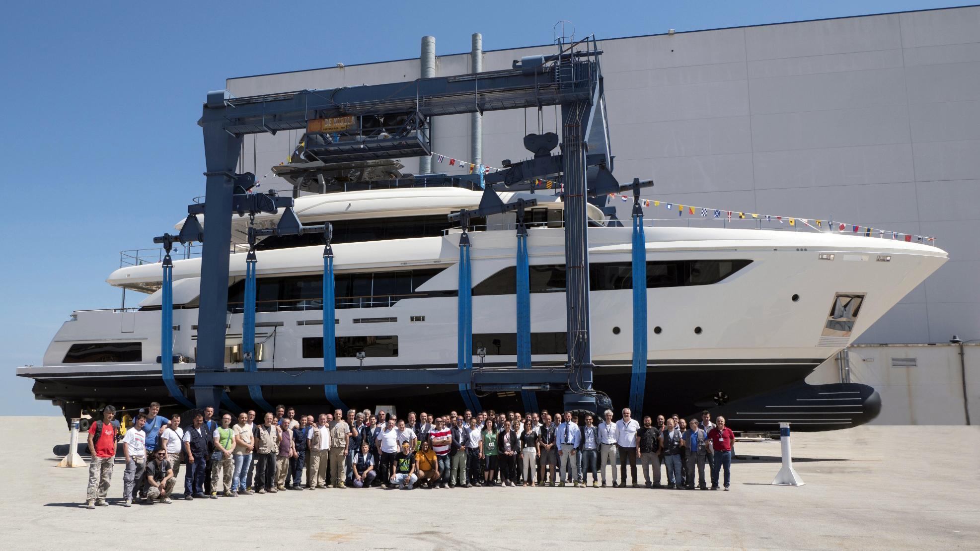 navetta 37 hull 3 motoryacht ferretti custom line 37m 2017 launch