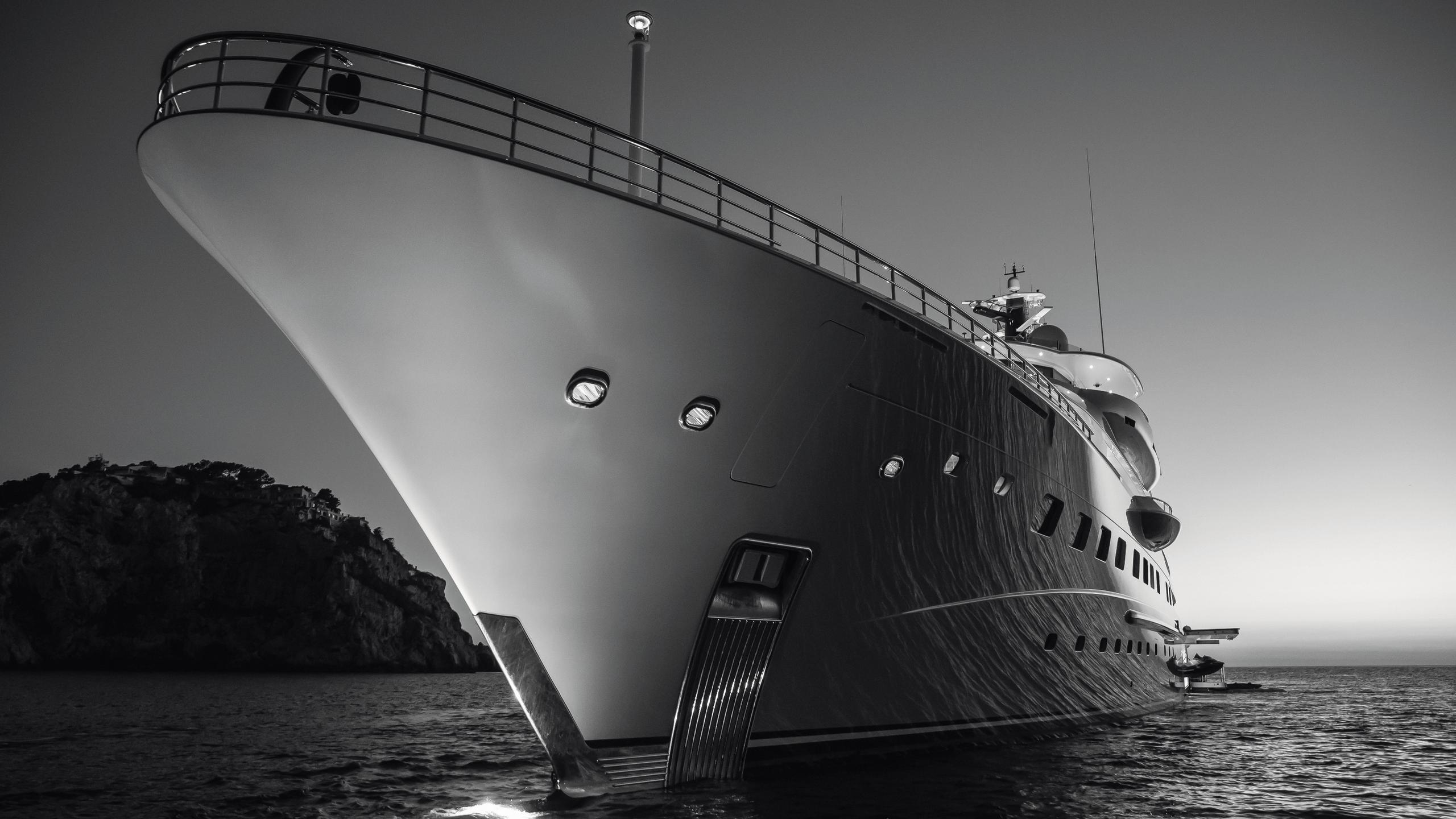 here comes the sun motoryacht amels le 272 2016 83m bow