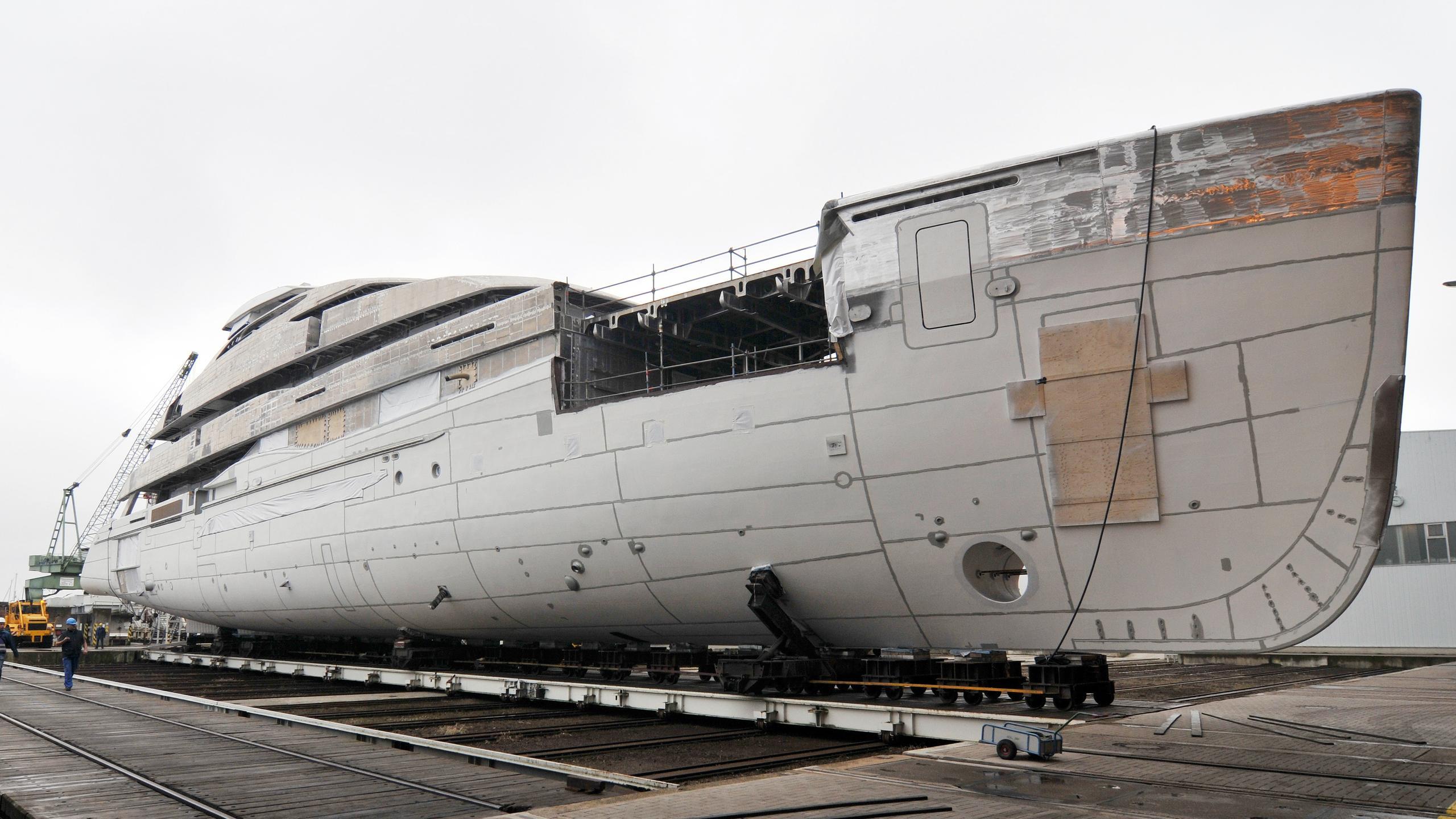 elandess hull 6502 motoryacht abeking rasmussen 74m 2018 under construction half profile