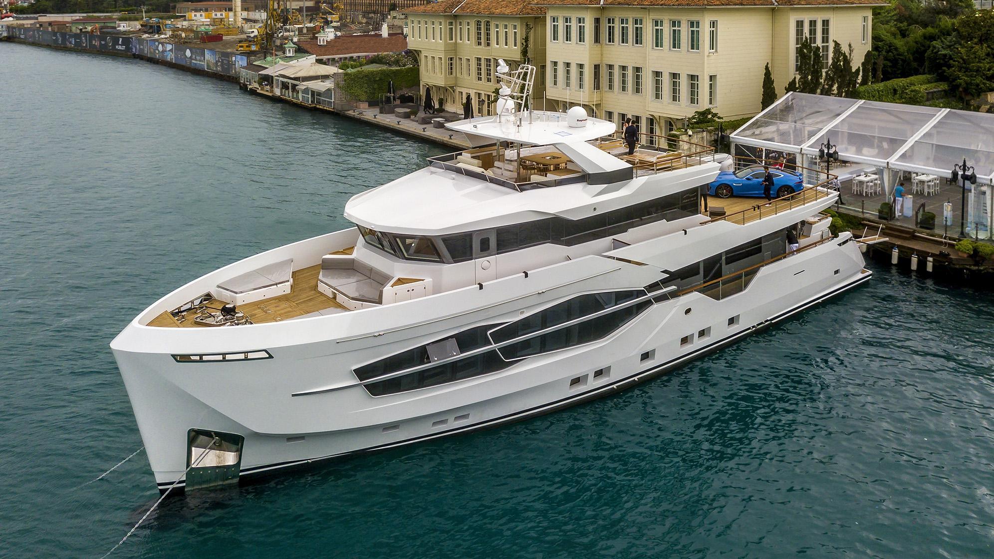 calliope motoryacht numarine 32m 2018 half profile sistership
