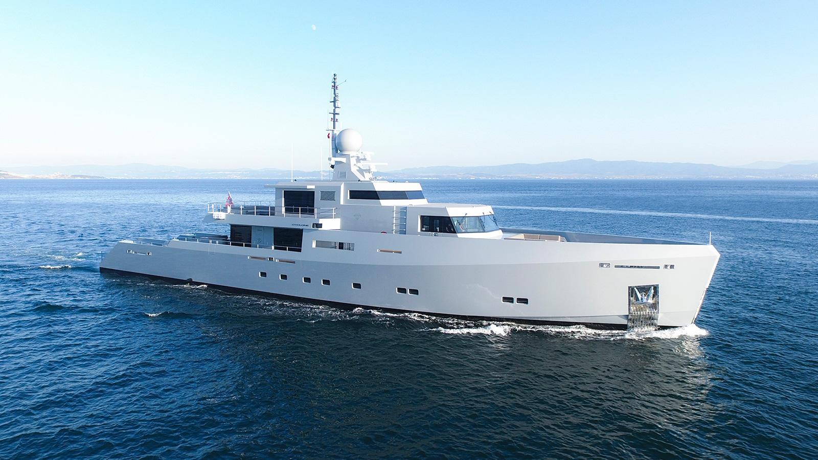 cyclone motoryacht tansu yachts 44m 2017 half profile cruising