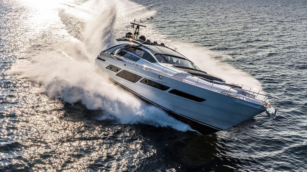 najati motoryacht pershing yachts 9x 28m 2017 half profile