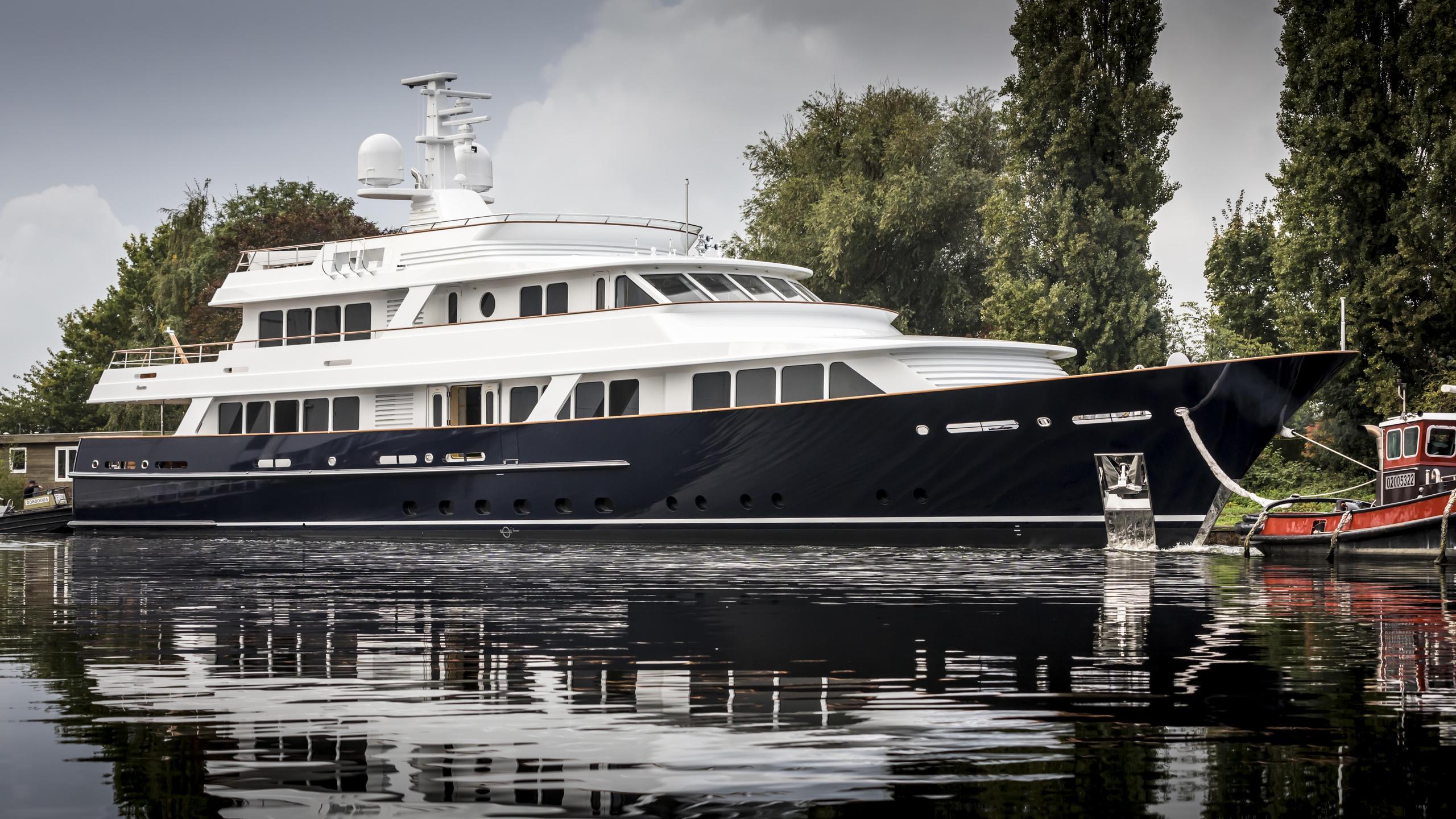 valoria b femke hull 697 motoryacht feadship 47m 2017 launch half profile