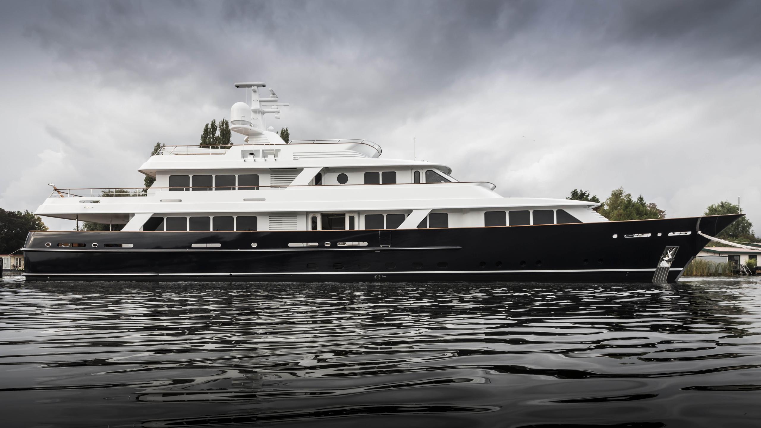 valoria b femke hull 697 motoryacht feadship 47m 2017 launch profile