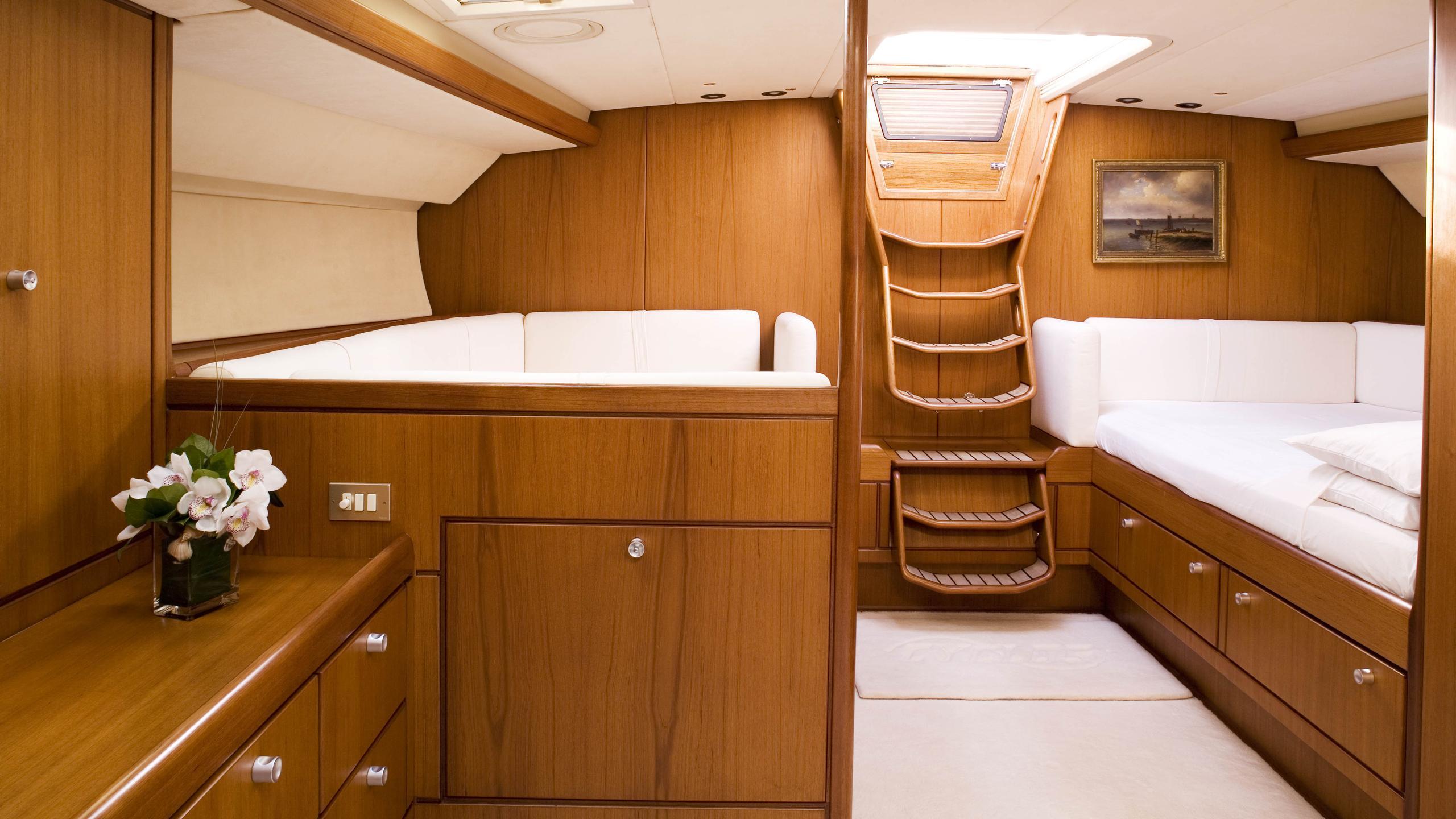 cyclos ii sailing yacht royal huisman 28m 1985 master suite