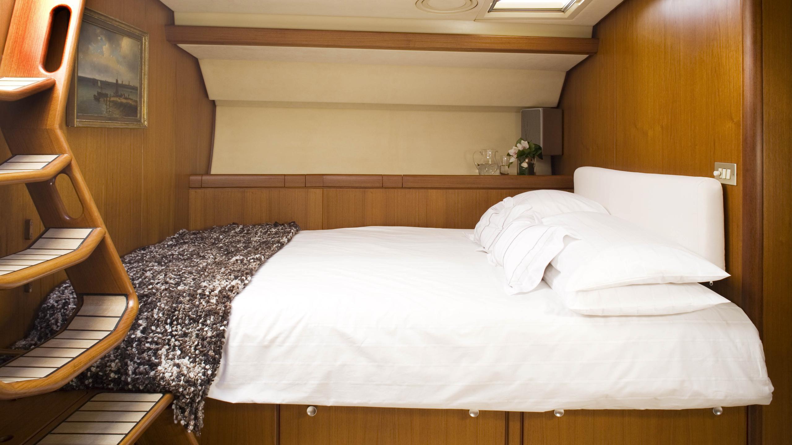 cyclos ii sailing yacht royal huisman 28m 1985 master bed
