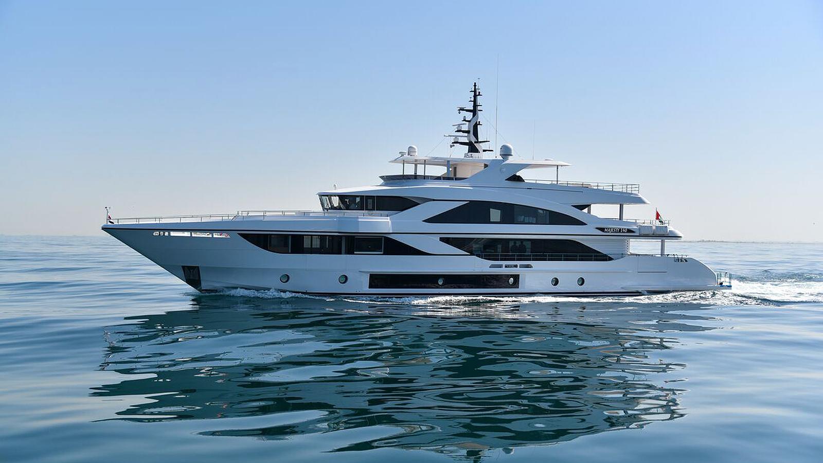 cest la vie majesty 140 motoryacht gulf craft 43m 2018 sea trials profile