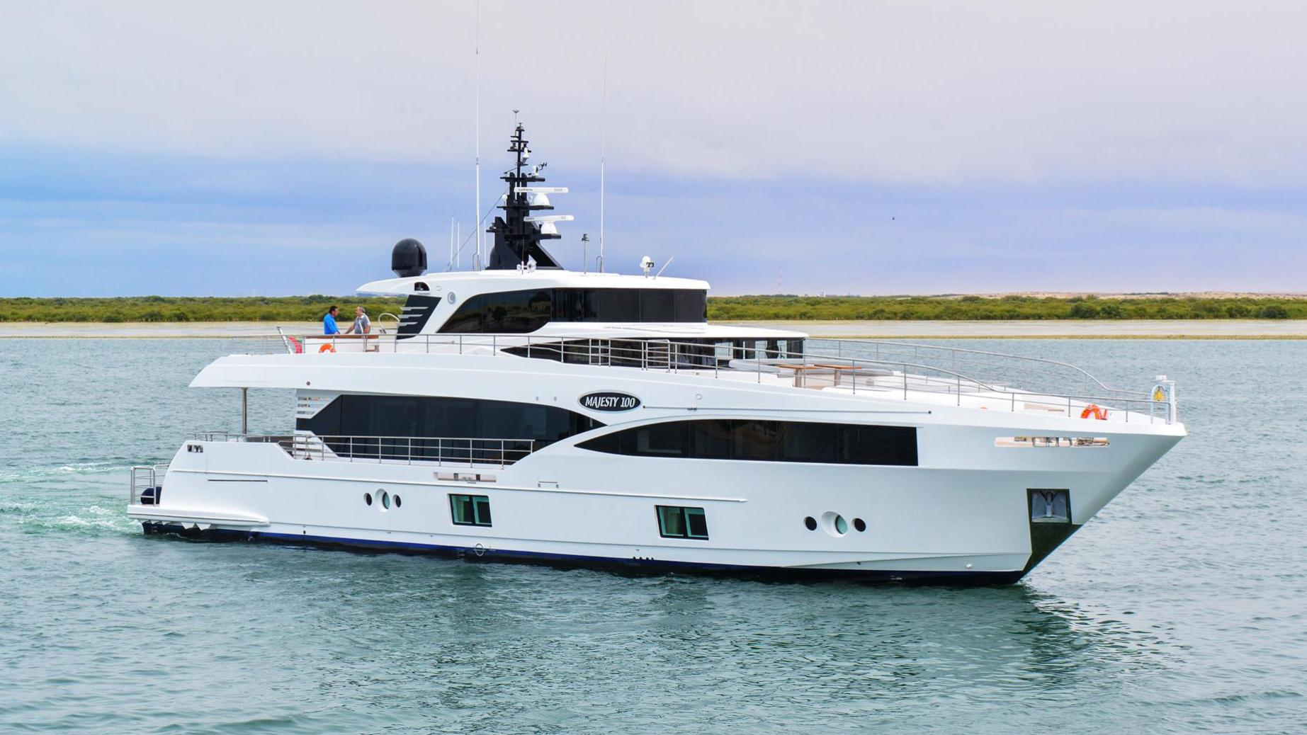 motoryacht gulf craft majesty 100 hull 4 32m 2018 half profile sistership