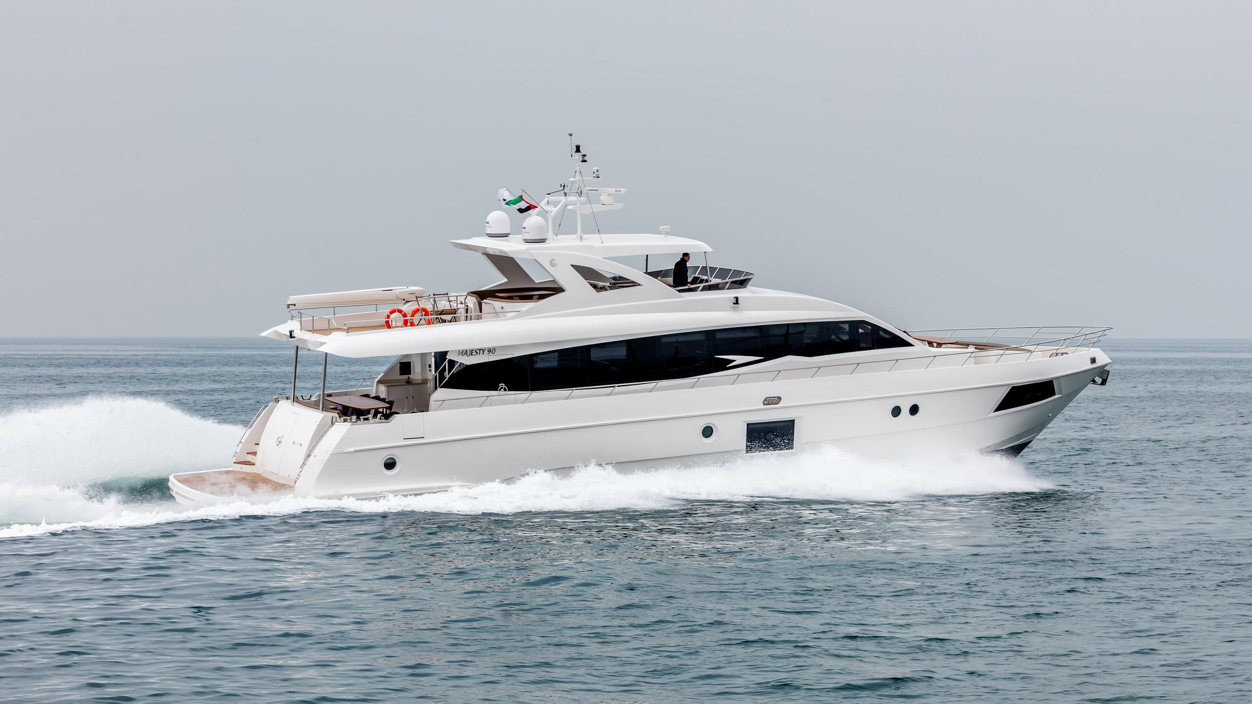 saca motoryacht gulf craft majesty 90 28m 2017 profile