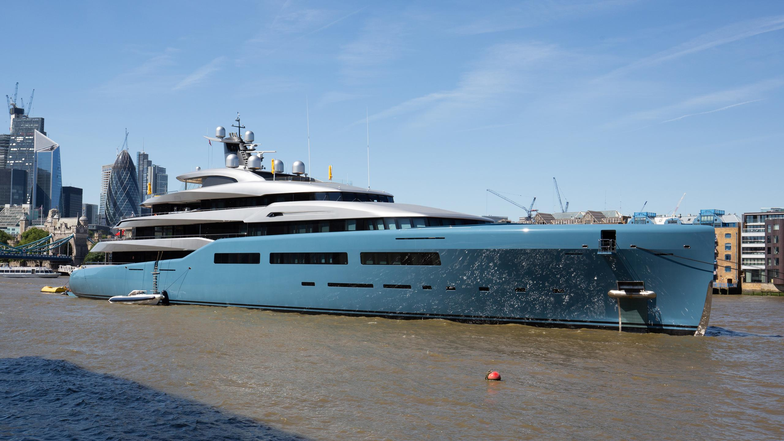 aviva motoryacht abeking and rasmussen 6501 2017 98m half profile