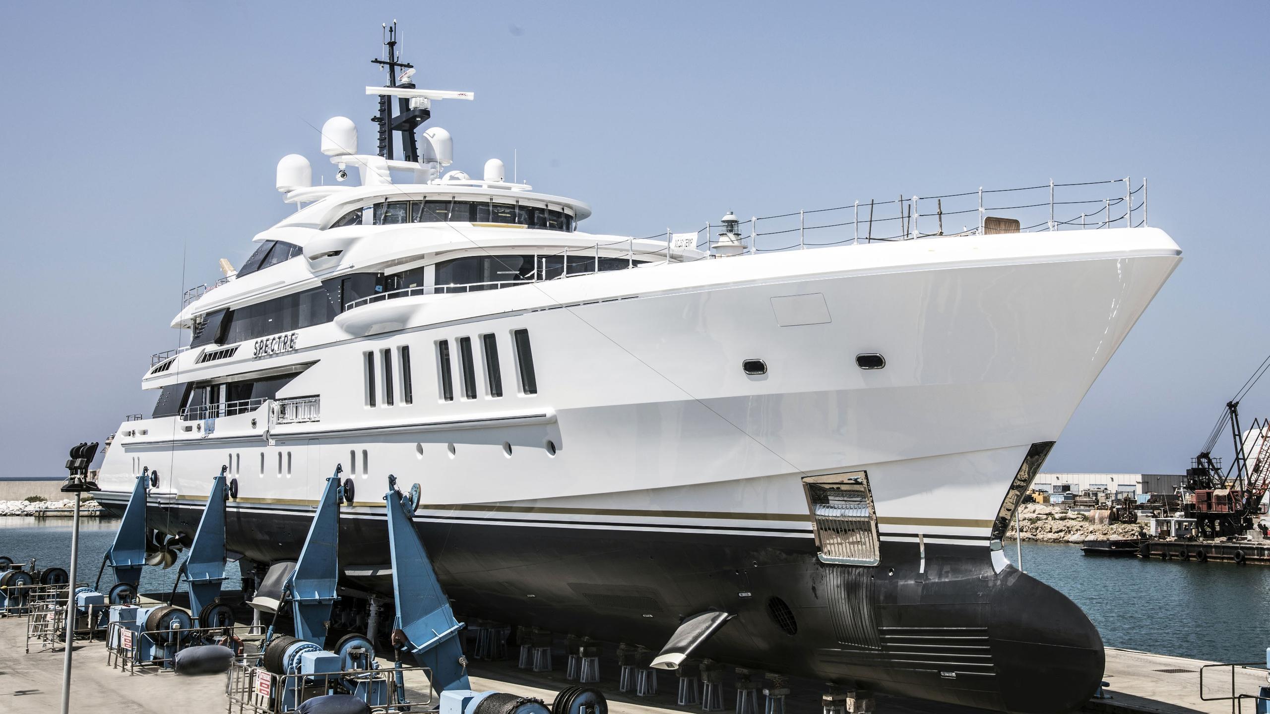 spectre motoryacht benetti yachts fb269 launch half profile