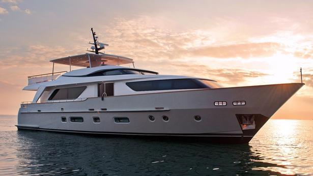 SD92 motoryacht sanlorenzo 28m 2019 half profile sistership